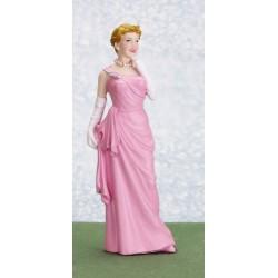 Madam v růžových šatech
